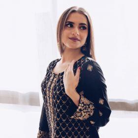 قميص مطرز بالأنماط الهندية