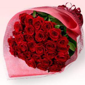 باقة الورد الأحمر بالتغليف الأحمر