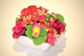 تحفة فنية من الصلصال بشكل أزهار
