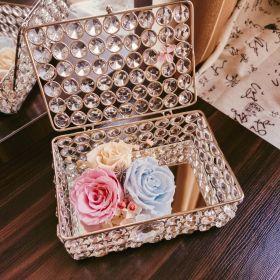 صندوق مجوهرات مع أزهار طويلة الأمد