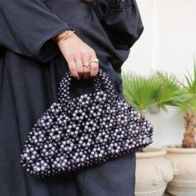 محفظة مطرزة بتصميم هندسي باللونين الأسود والرمادي