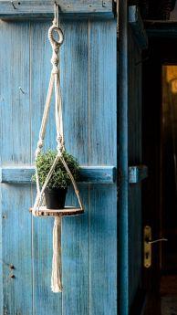 مكرامية علاقة للنباتات مع رف خشبي
